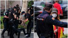 Enfado por las diferencias en estos vídeos y fotos: represión en las protestas de Vallecas y permisividad en las del barrio de Salamanca