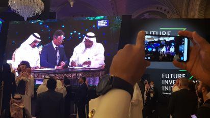 Arabia Saudita intenta salvar cumbre con contratos millonarios