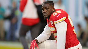 Chiefs DE Clark paying for 4-year-old's funeral