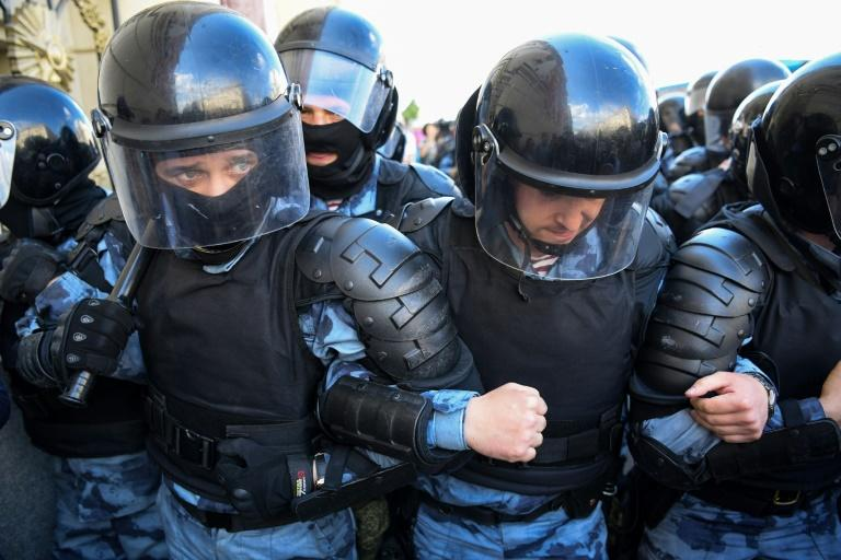 Moscow Police Arrest 800 During Local Election Protests