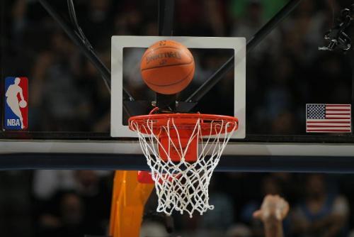 NBA 哈登哨前3秒建功 火箭險勝金塊.