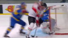 Hungarian player scores sweet between-the-legs goal at IIHF D-I Worlds (Video)