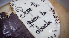 Los mensajes en las palmeras de hojaldre que salvaron la pastelería de Paco y unieron a todo un pueblo