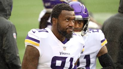 Ravens get Ngakoue from Vikings for 2 draft picks