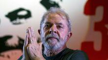 Brésil: la prison épargnée à Lula pour au moins deux semaines