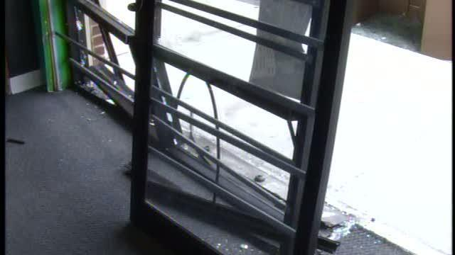 Lake Wales Police search for smash-and-grab thieves