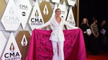 Jennifer Nettles calls for 'equal play' for women in country music with CMAs red carpet look