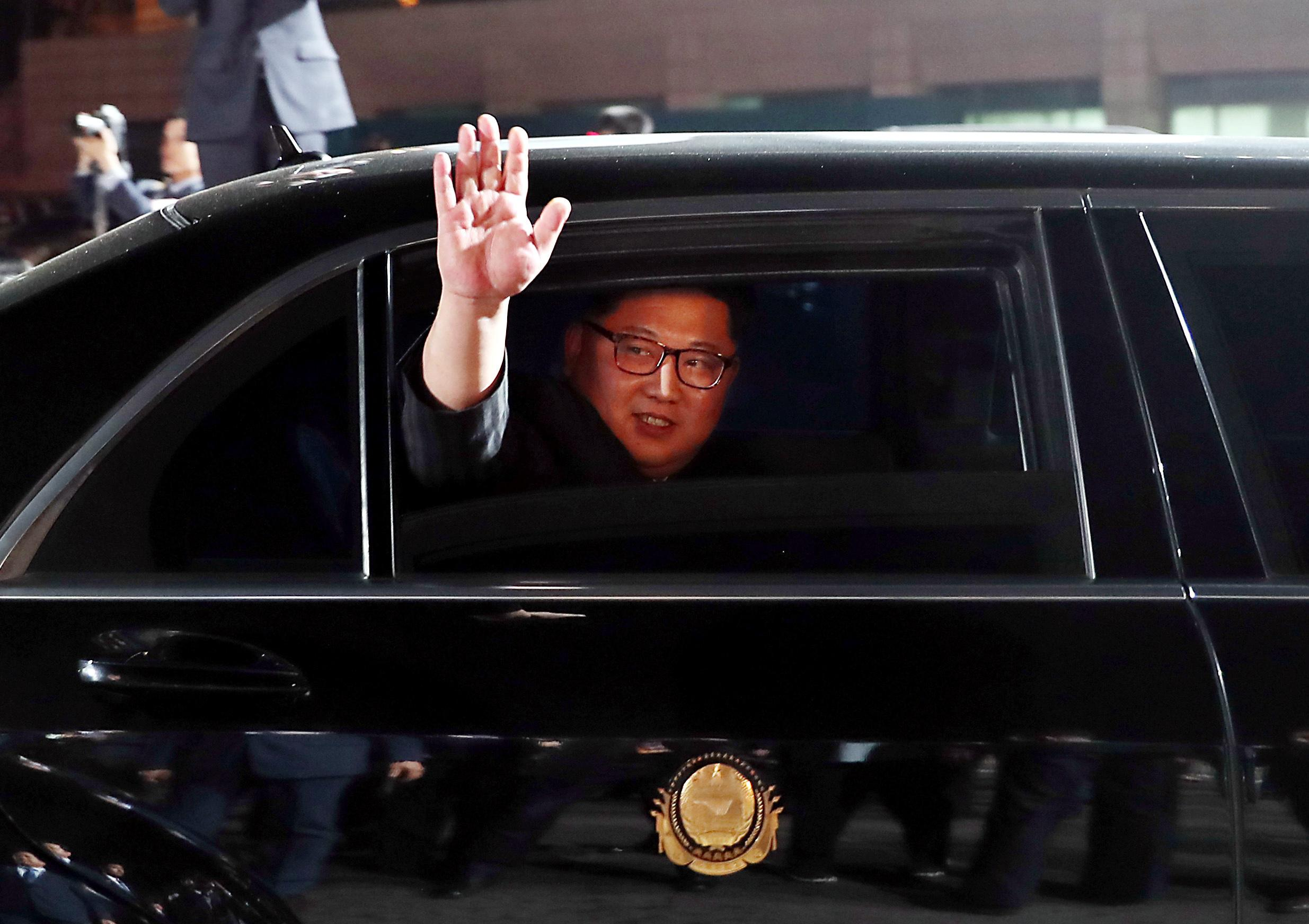 <p>North Korean leader Kim Jong Un (inside a vehicle) bids farewell to South Korean President Moon Jae-in as he leaves after a farewell ceremony at the truce village of Panmunjom inside the demilitarized zone separating the two Koreas, South Korea, April 27, 2018. (Photo: Korea Summit Press Pool/Pool via Reuters) </p>