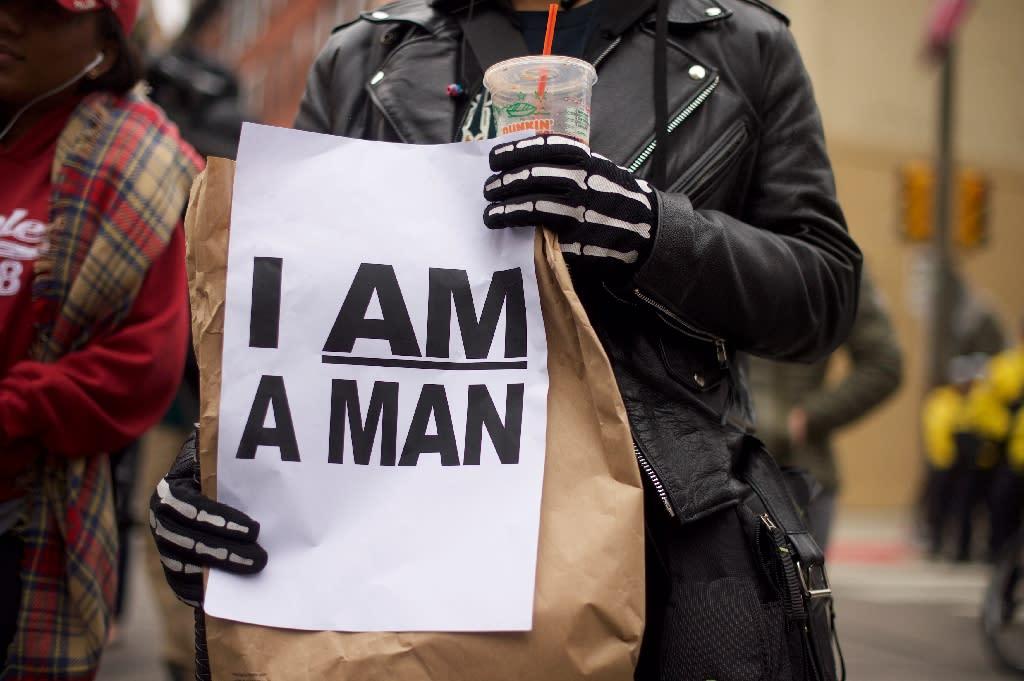 Protestors demonstrate outside a Starbucks on April 15, 2018 in Philadelphia, Pennsylvania (AFP Photo/Mark Makela)