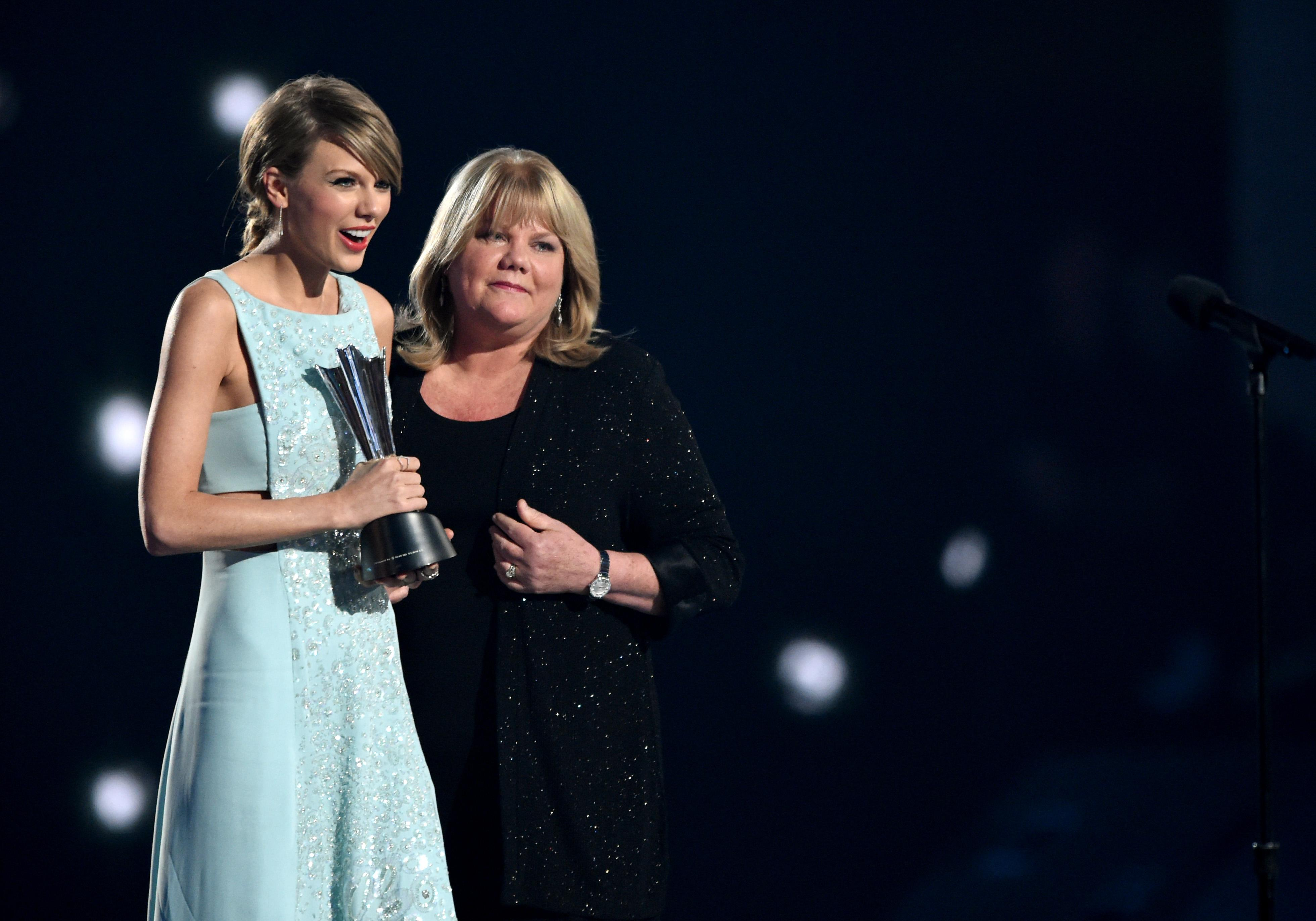Taylor Swift's mother diagnosed with brain tumour while undergoing breast cancer treatment