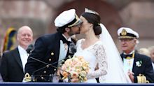 16 Of The Best Royal Wedding Kisses