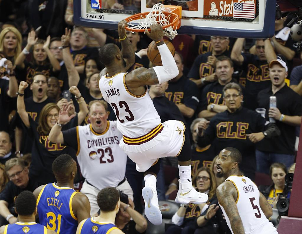 Cleveland Cavaliers forward LeBron James dunks the ball against the Golden State Warriors during Game 6 of the NBA Finals in Cleveland, Ohio, on June 16, 2016 (AFP Photo/Jay LaPrete)