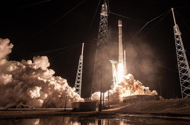 SpaceX reportedly lost the mysterious Zuma satellite (update: SpaceX denies launch troubles)