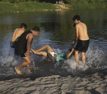 Migrants weigh limited options at Guatemala-Mexico border