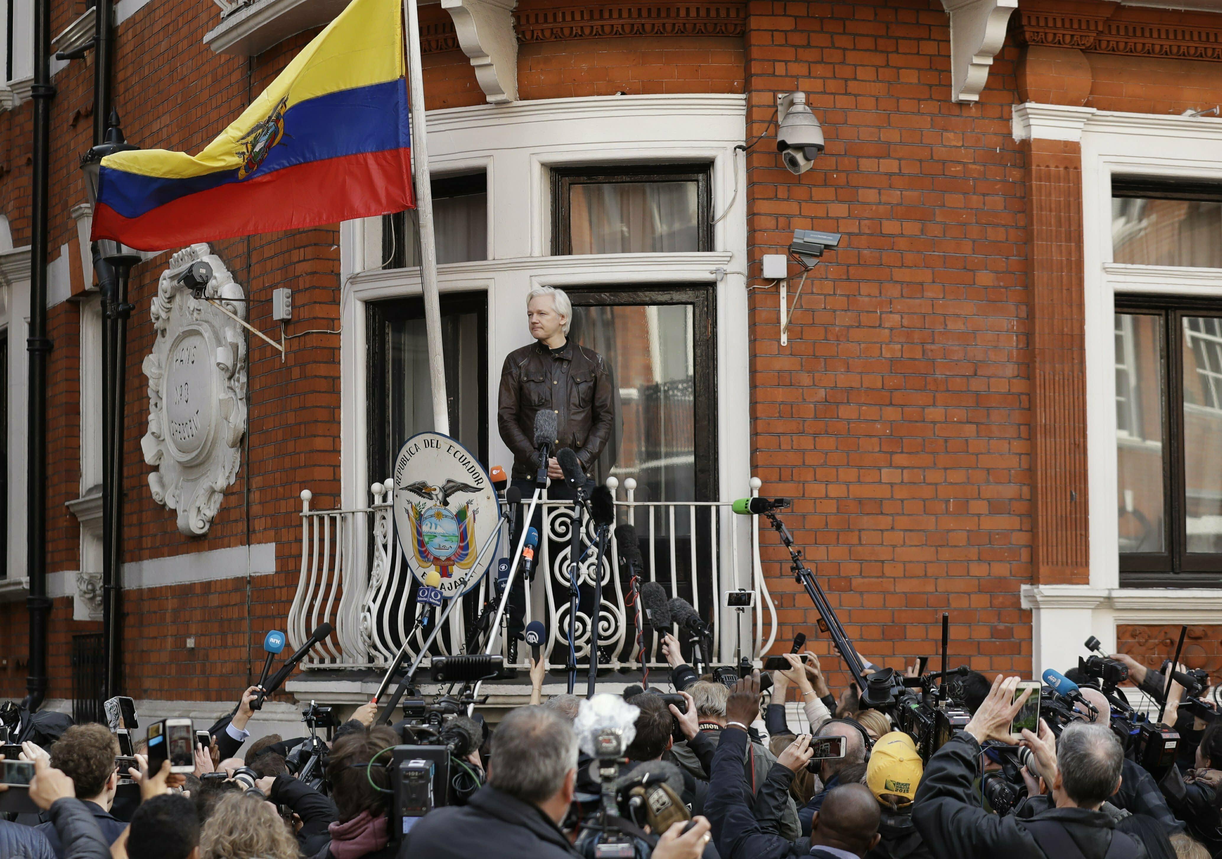 WikiLeaks' Julian Assange Arrested, Pamela ... - people.com