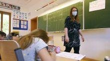Classes divisées et masques : vers le maintien de l'ouverture des écoles et collèges