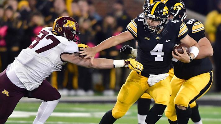 Minnesota still leads Big Ten West after suffering first loss to Iowa