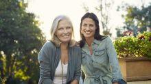 A idade em as mulheres começam a agir como suas mães