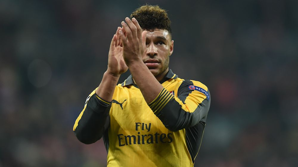 Wenger warns Oxlade-Chamberlain exit would do 'big damage' to Arsenal