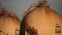 ENTREVISTA-Revisões de parâmetros para preços da Petrobras podem se tornar constantes, diz executivo