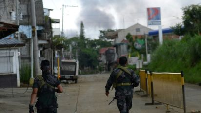 Fears for 2,000 people trapped in Philippine city battle