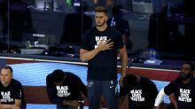 Heat's Meyers Leonard stands for anthem with teammates' support