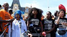 Quatre ans après la mort d'Adama Traoré, des milliers de manifestants défilent