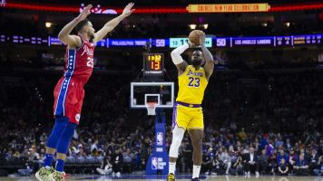 LeBron passes Kobe for 3rd on NBA scoring list