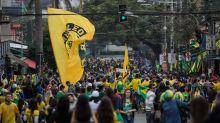 Com vetos, bairro boêmio de São Paulo assiste a seleção atrás de cortinas