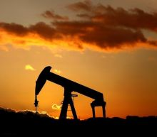 Oil steady, supported by Iraq disruptions and drop in U.S. rigs
