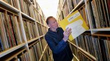 Fãs comemoram 70 anos do primeiro LP com novas cópias de disco histórico