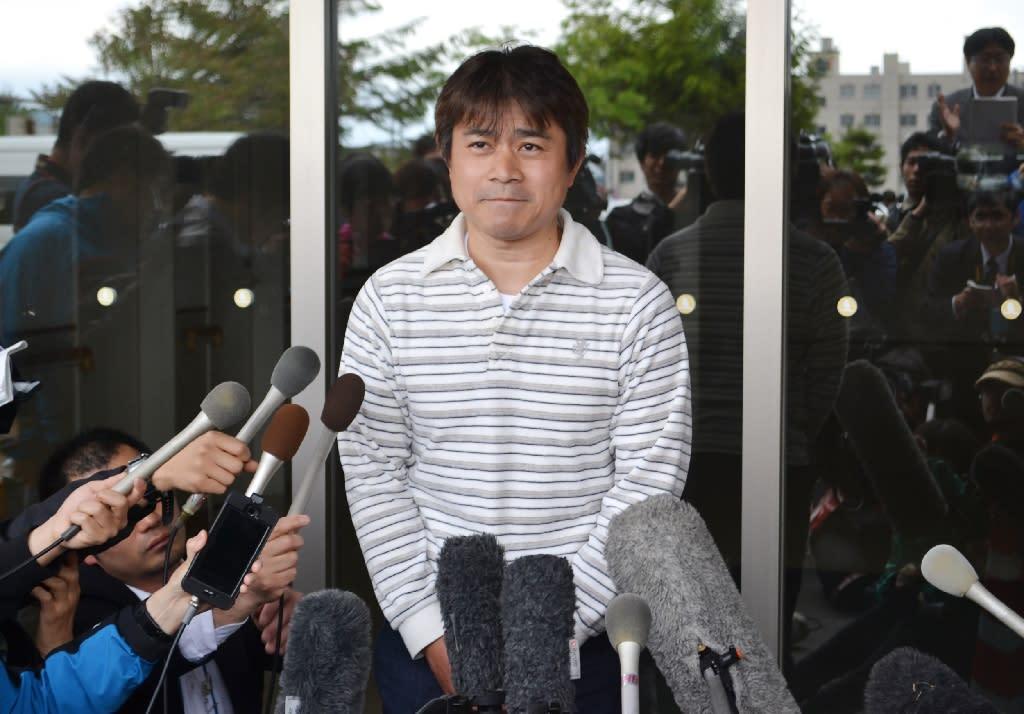 Takayuki Tanooka, father of Yamato Tanooka, speaks to reporters in Hakodate, Japan, on June 3, 2016 (AFP Photo/)
