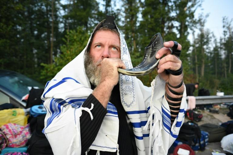 本周,在庆祝犹太新年之前,至少有1000名东正教犹太教徒在乌克兰和白俄罗斯边境口岸之间的无人区扎营。