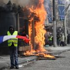French govt admits security 'flaws' in violent Paris riots