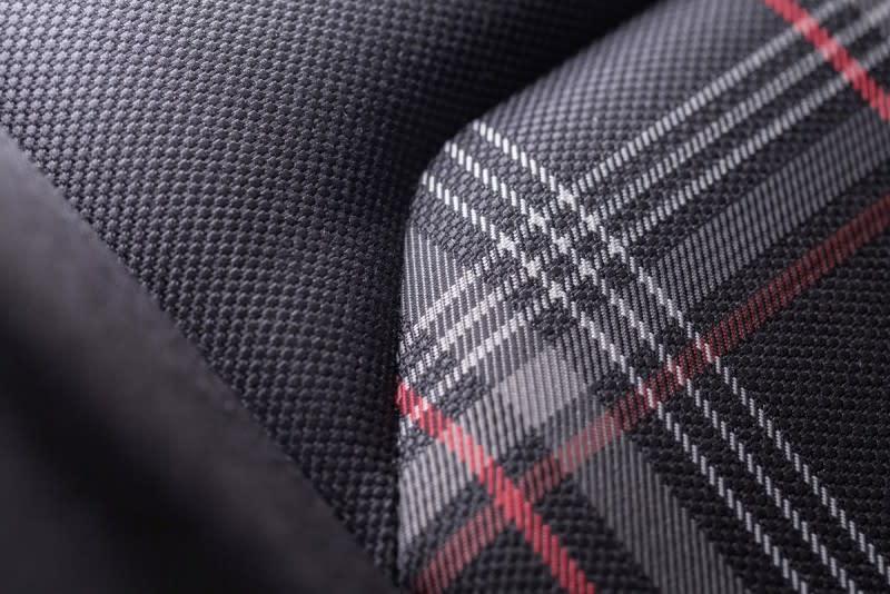 GTI向來採用的格紋織布流露農農學院風