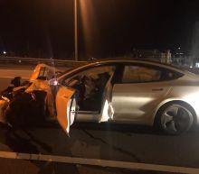 Tesla on Autopilot crashes into parked police car