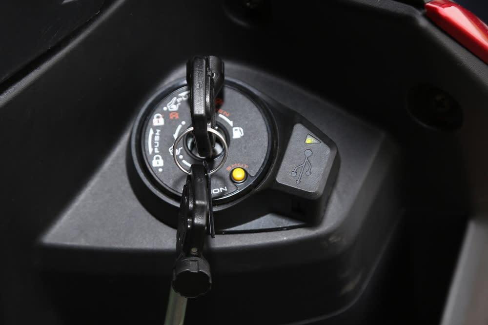 多功能鎖頭結合USB 充電座。
