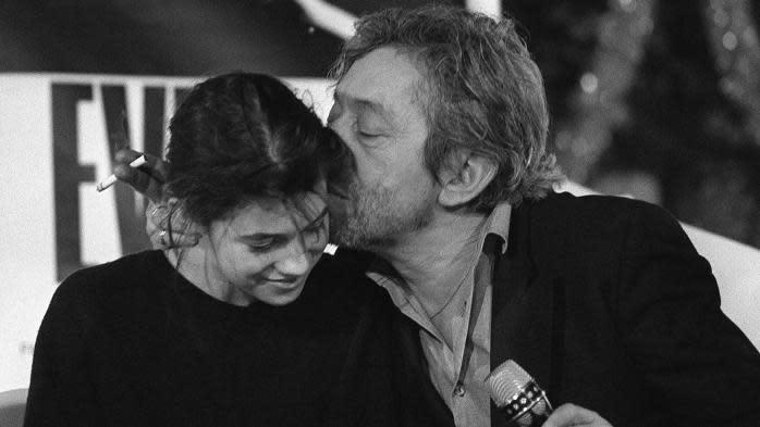 """30 ans de la mort de Serge Gainsbourg : sa fille Charlotte se souvient de """"quelqu'un de plutôt secret et d'infiniment touchant"""""""