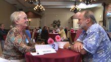 """""""Todos querem intimidade emocional"""", diz diretor de documentário sobre amor na velhice"""