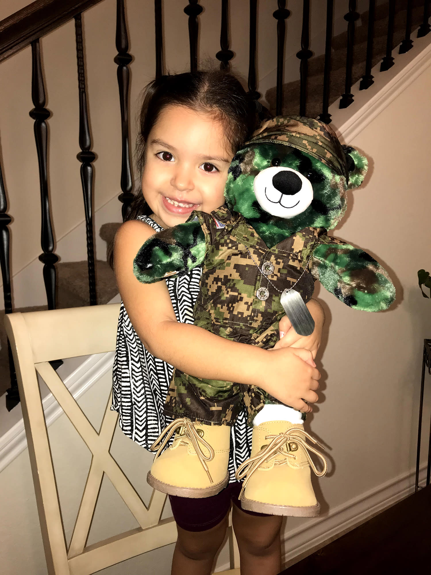 Build A Bear Army Girl Reaction Video Video - Little girls reaction to seeing her parents clearly for the first time is adorable