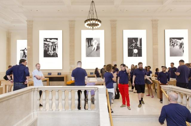 Apple is (very) slowly improving its employee diversity