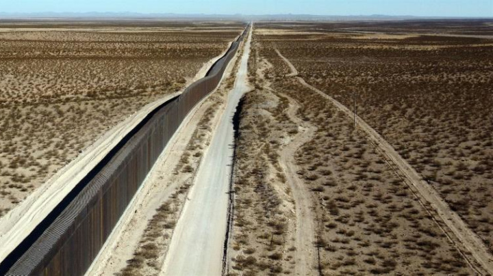 It's a race against the clock to build Trump's border wall