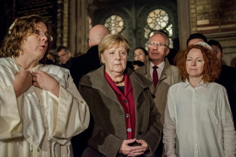 German Chancellor Angela Merkel met rabbi Gesa Ederberg (l) and other members of the Jewish community at a vigil outside the New Synagogue in Berlin