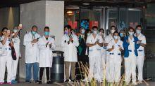 """Los médicos advierten de que es un """"error"""" derivar profesionales de atención primaria a Ifema"""