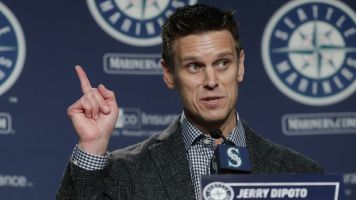 Mariners GM executed trade from hospital bed