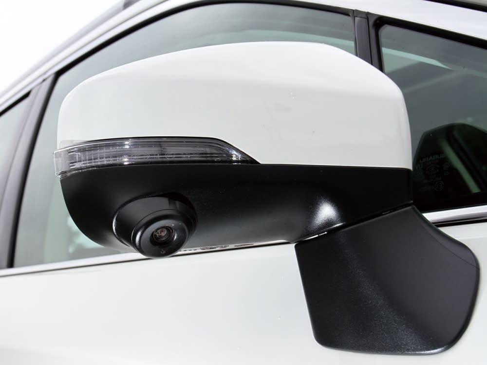 整合方向警示燈後照鏡,搭配行車鏡頭,監控附近來車或死角,使行車安全度增強。