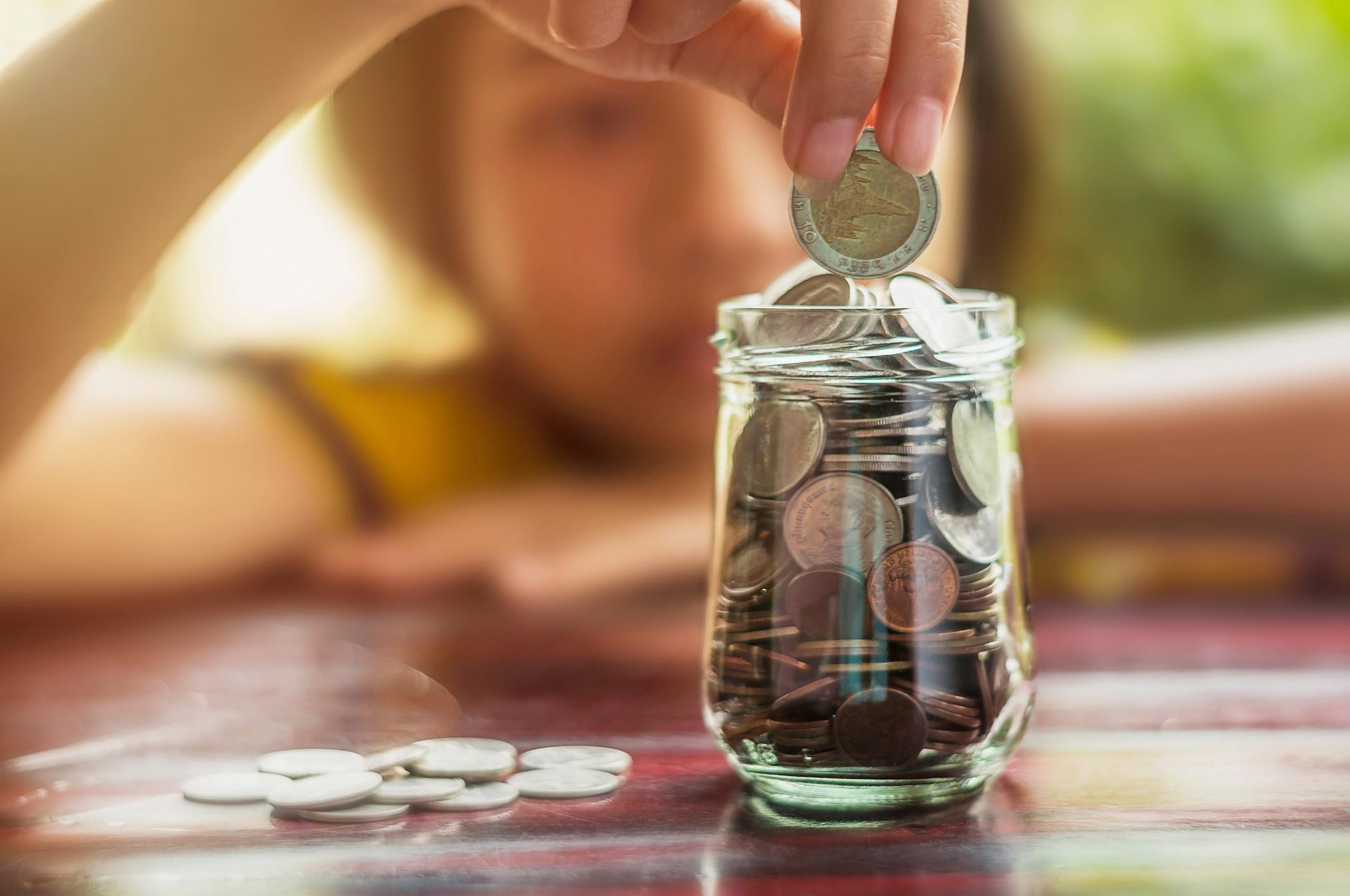 7 crucial money lessons every parent must teach their child