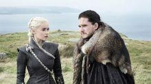 Daenerys y Jon Snow abrazaditos y románticos en la primera imagen de la temporada final de Juego de Tronos