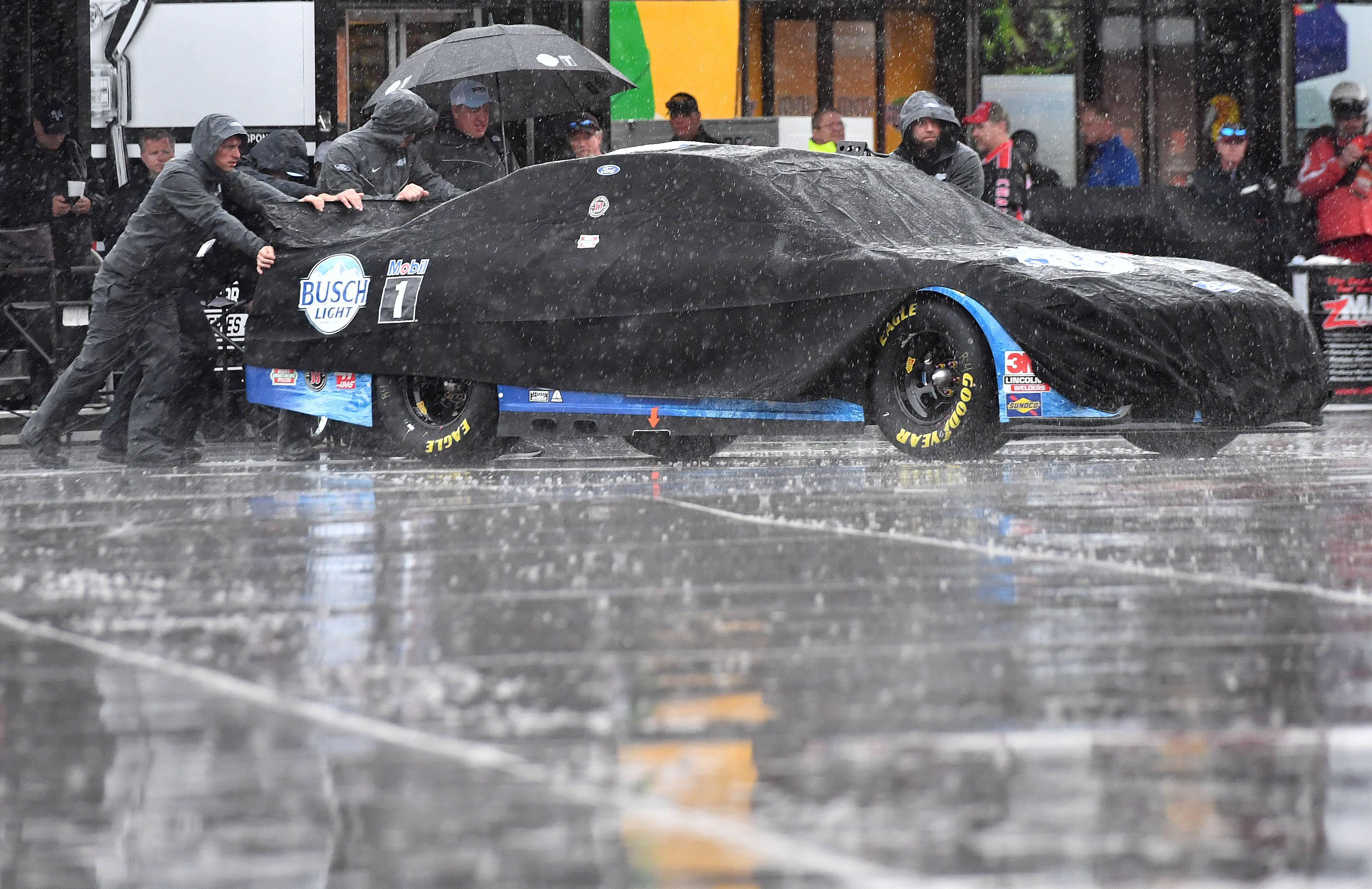 Rain gives Kyle Busch the first starting spot at Las Vegas but he won't get to start there