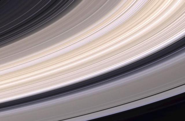 Follow Cassini's final moments before it plunges into Saturn